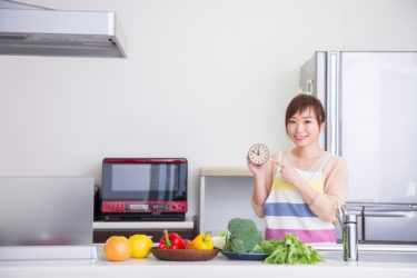 8時間ダイエット(16時間のプチ断食)の正しいやり方を栄養士が解説!気になる期間中の食べ物は?